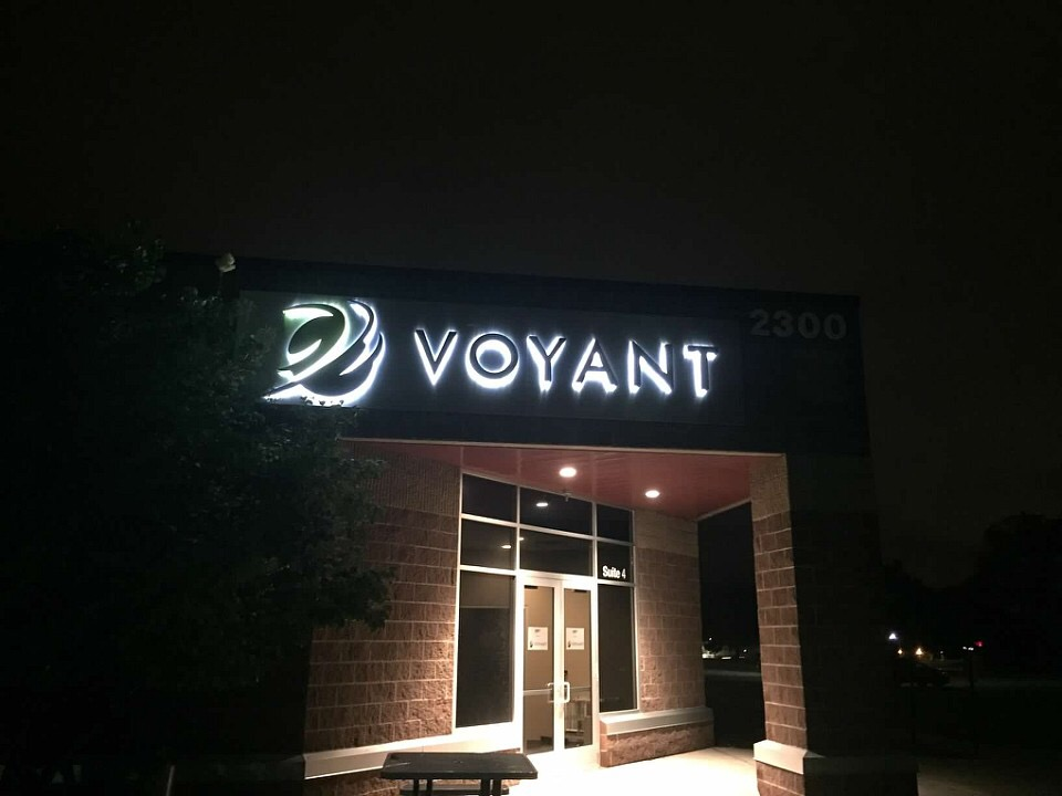 Voyant Signs